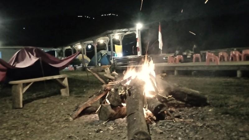 Api Unggun Di Gunung Ciung