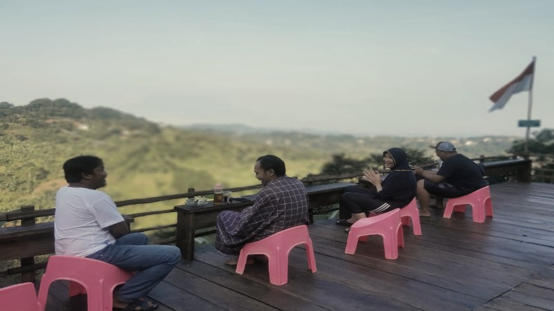 Pengunjung Tempat Wisata Gunung Ciung